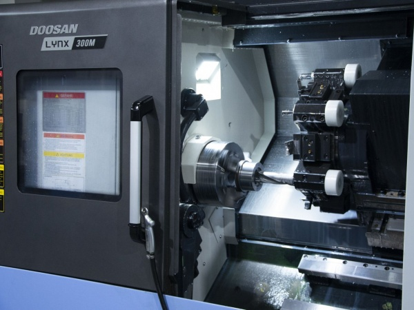 Doosan Puma 2600 LM (dia 376 * 1280 + C-as )